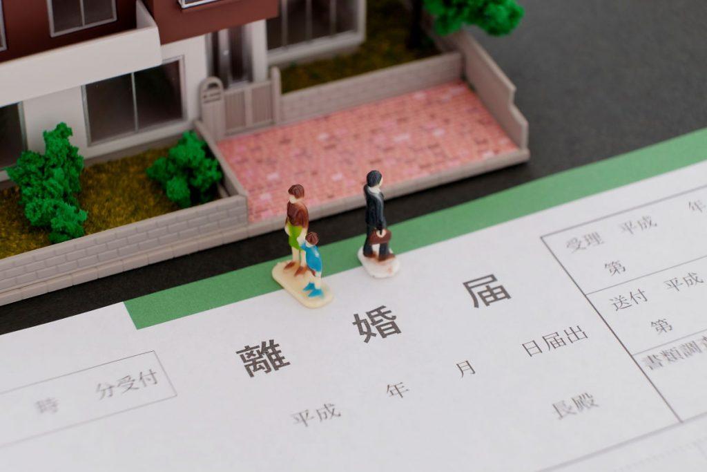 恋愛結婚の離婚率は、お見合い結婚の3.5~4倍